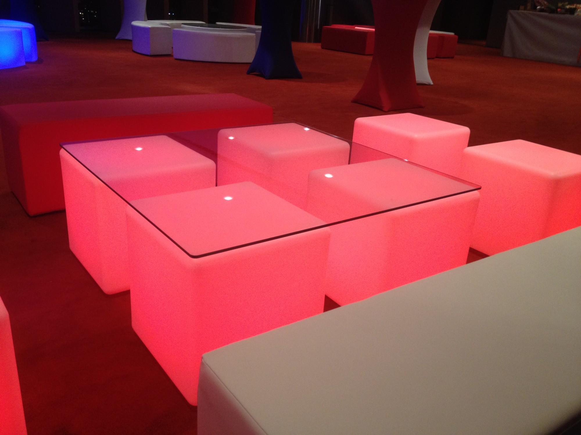 Table basse cube lumineux table de cuisine for Table de chevet cube lumineux