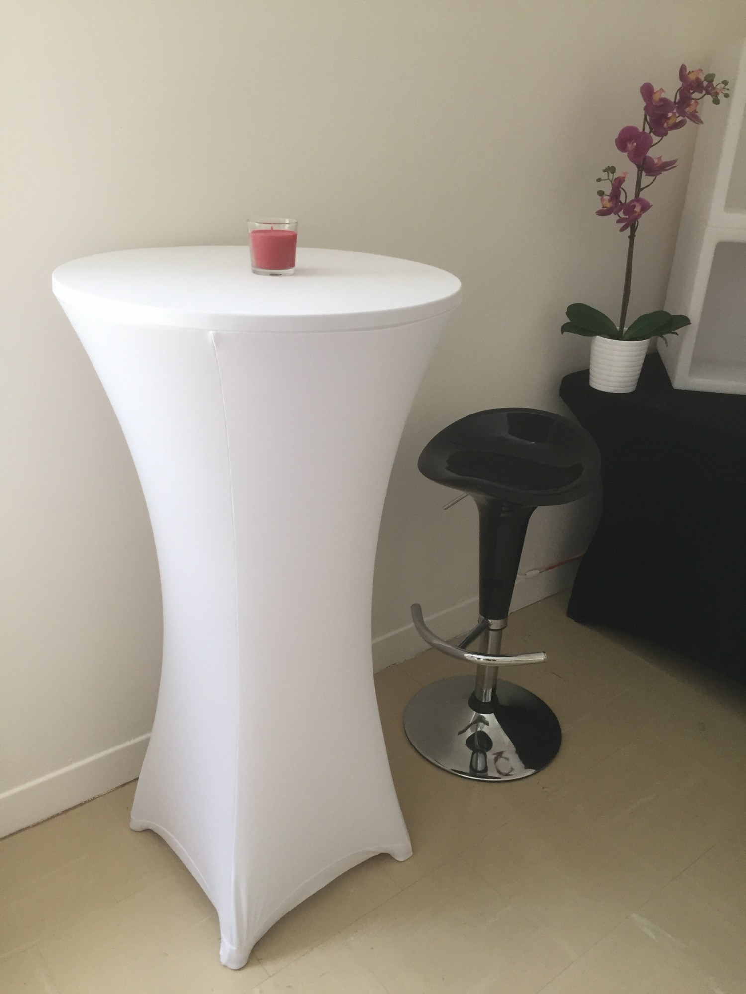 Location de mange debout lycra blanc location mobilier de for Location mange debout paris