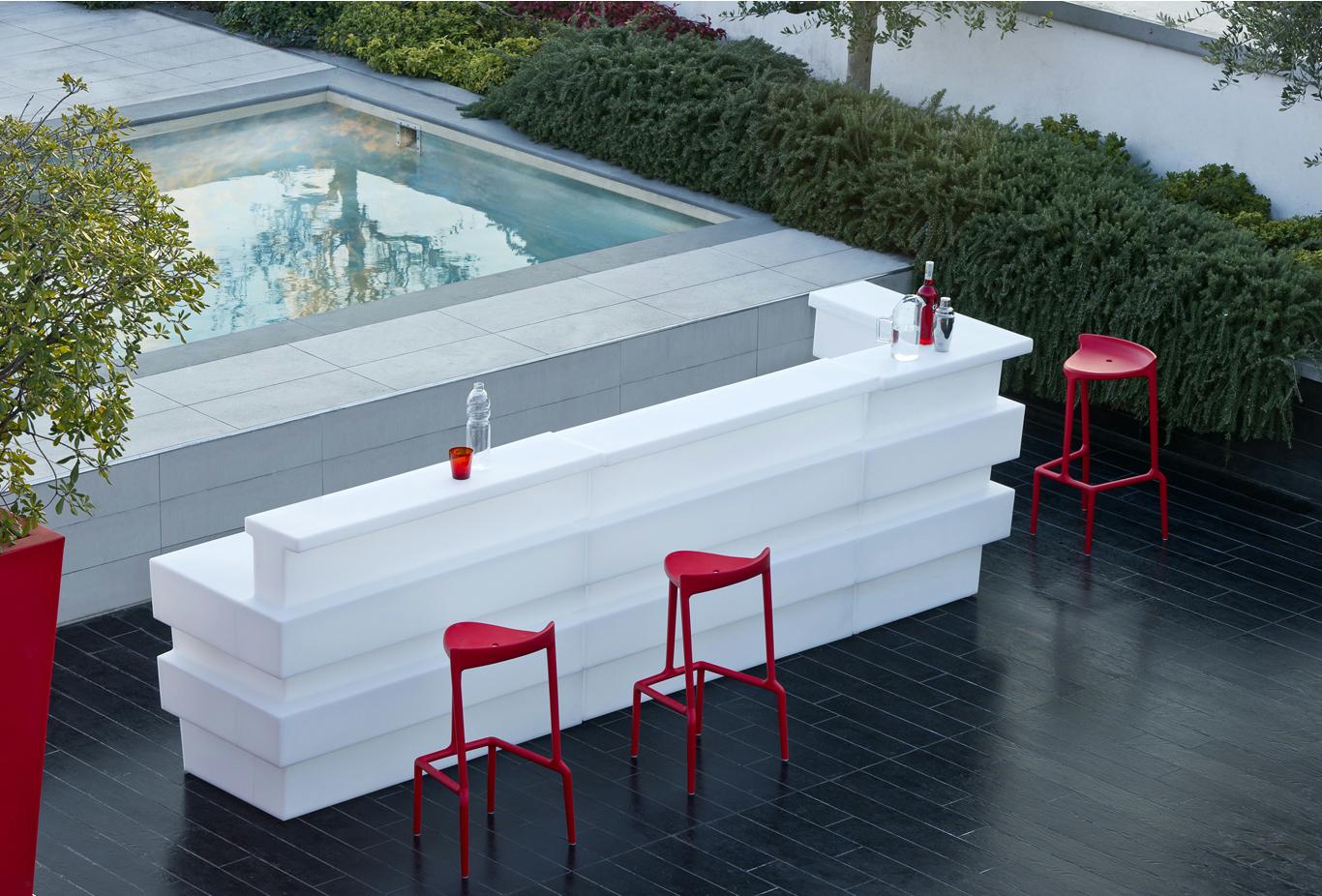 Location de bar corner tetris lumineux location mobilier for Ambienti esterni giardini