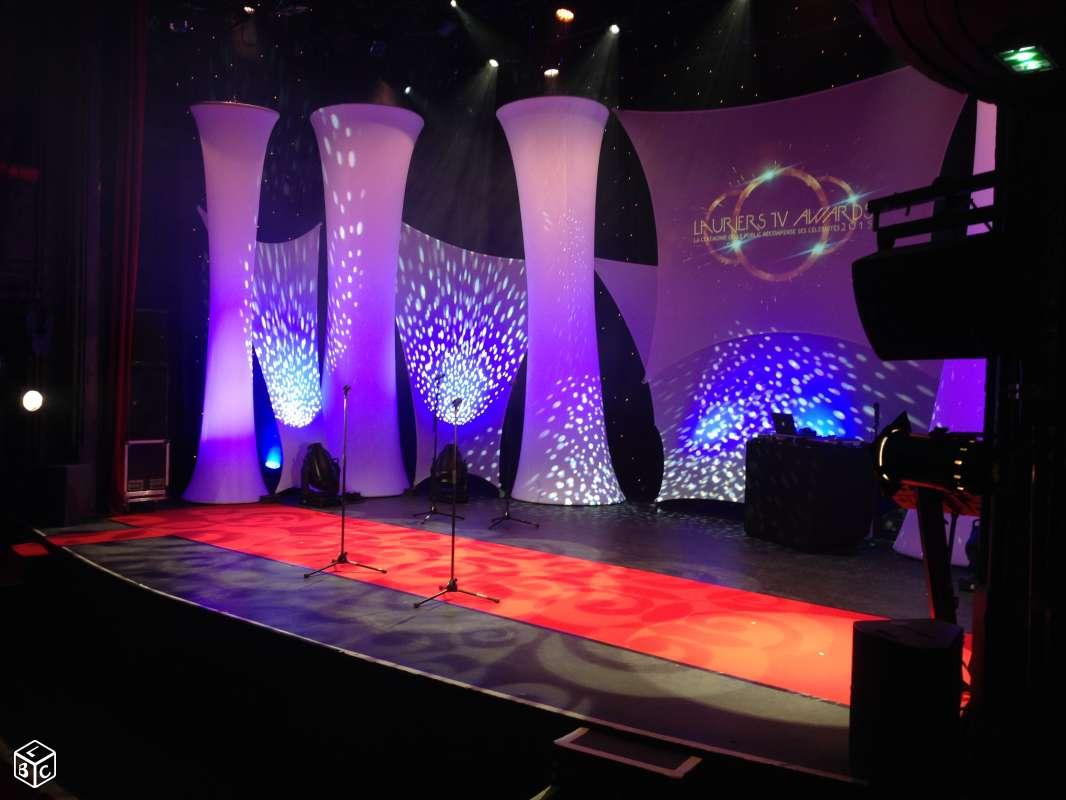 Installation De Tapis Rouge D 39 Assises Lounge Et Mobilier Lumineux Pour La C R Monie Des Lauriers