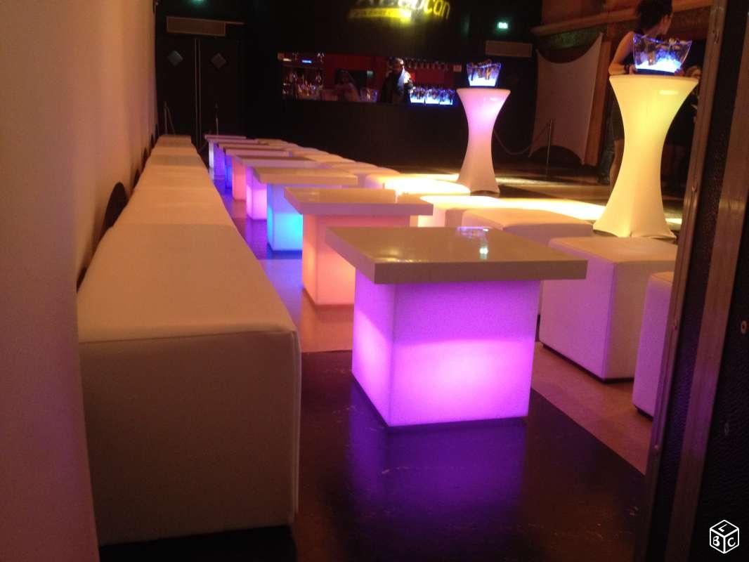 Installation De Tapis Rouge D Assises Lounge Et Mobilier Lumineux  # Tables Basses Pour Tv