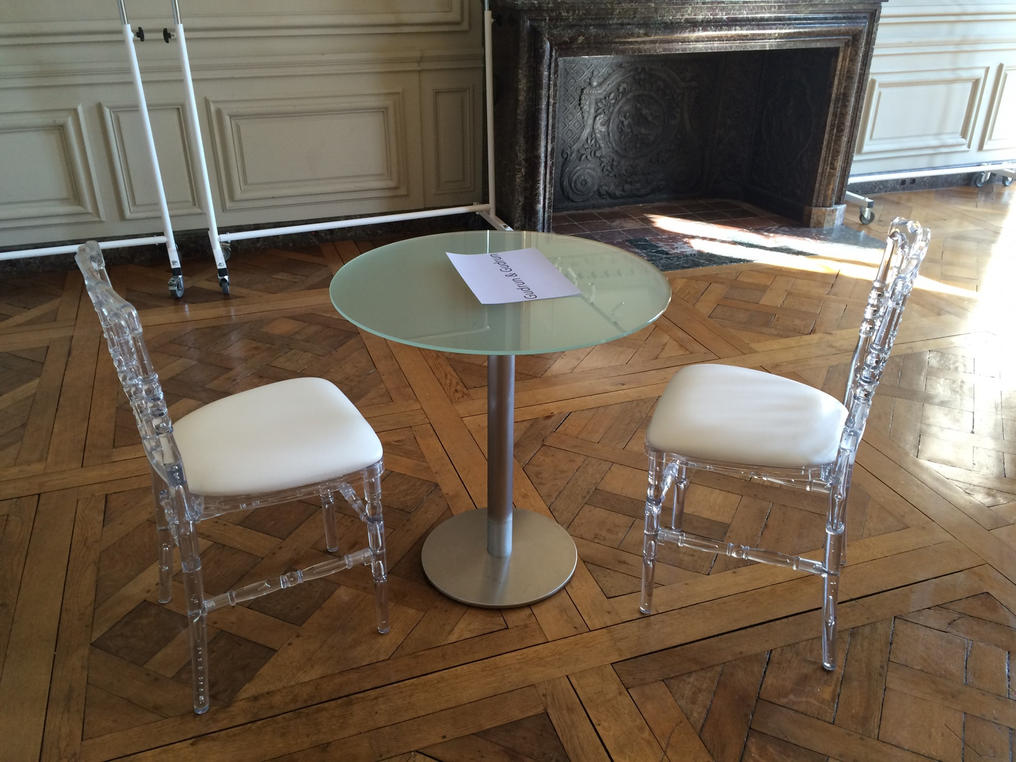 Location De Chaise Napol On Transparente Et De Table En Verre Location Mobilier De R Ception