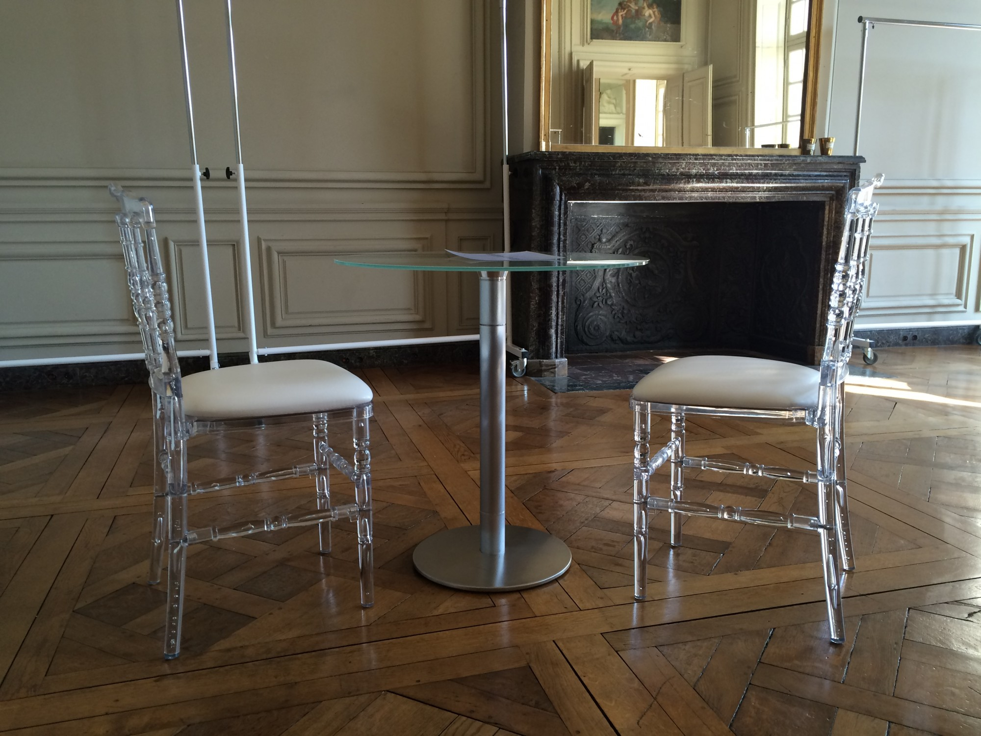 Location de chaise napol on transparente et de table en verre location mobilier de r ception - Chaises napoleon transparente ...