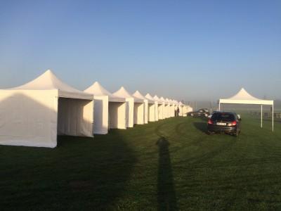 Louer des tentes pliantes blanches pour parc d'exposition à Paris