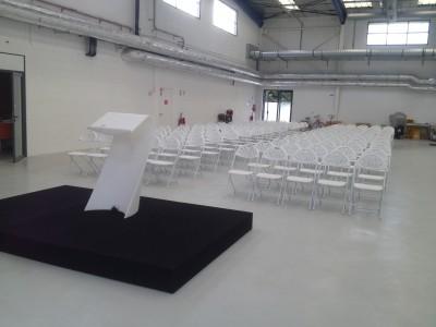 Location d'estrade noire pour conférence en Ile de France