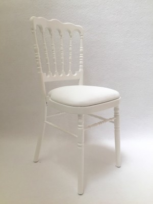 Location de chaise napol on blanche assise blanche pour - Location de chaise pour mariage ...