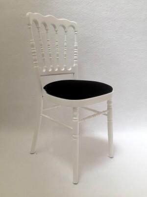 Louer des chaises napoléon blanche avec galette noire à Paris