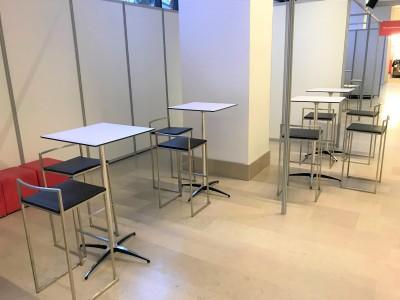 Location de chaise haute et de table haute pour événement en IDF