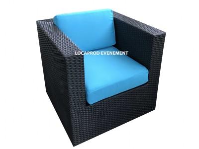 Location de fauteuil en résine noir avec assise bleu pour événement extérieur à Paris