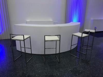 Location de tabouret de bar design à Paris