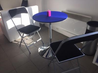 Location de table guéridon bleu en Ile de France