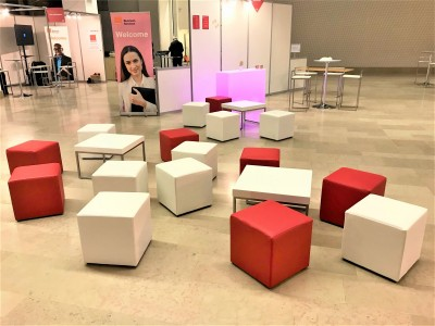 Location de table basse carrée blanche design à Paris