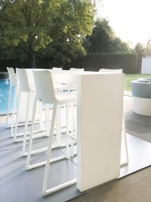 Location de chaise haute et tabouret Kasar blanc en Ile de France