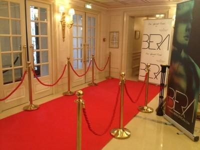 Location de tapis rouge et de potelet doré à corde en région parisienne