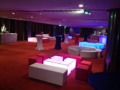 Location de mobilier lounge lumineux à Paris