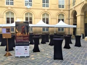 Louer des tentes pliantes blanches pour soirée d'exposition à Poissy dans le département des Yvelines